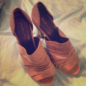 Elizabeth & James high heels taupe suede